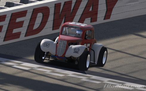 Roe wins race 1