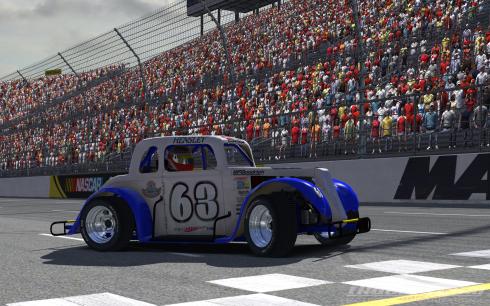 Hensley Wins Legends Race